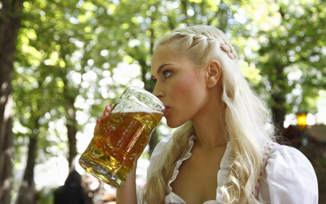 En el Día Mundial de la Cerveza, muchos beneficios para la salud humana.