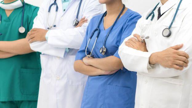 هل تختفي مهنة الطب والمحاماة؟
