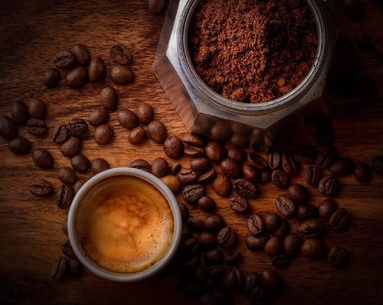 """La palabra """"café"""" deriva del vocablo árabe """"Kaweh"""" que significa valor o fortaleza"""