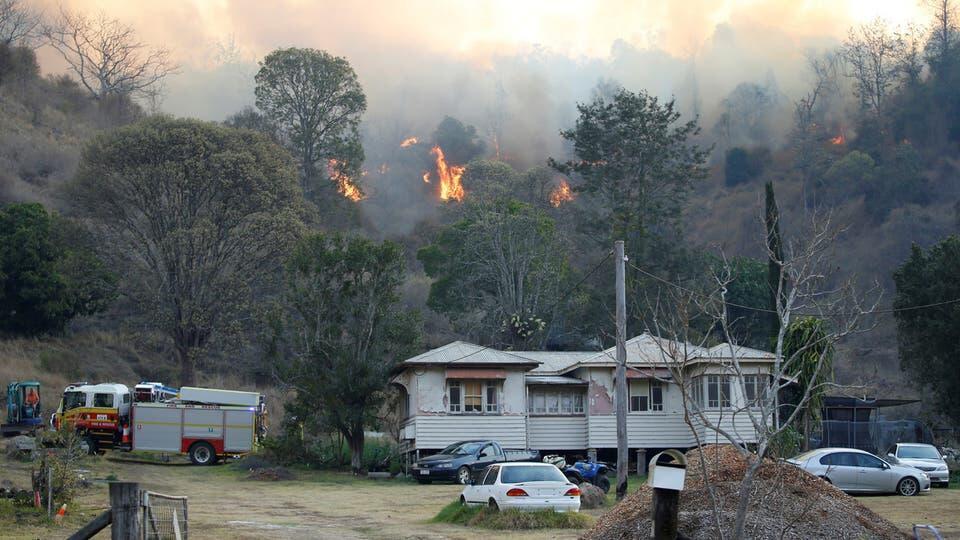 رياح قوية تؤجج حرائق الغابات في أستراليا وتعطل رحلات جوية