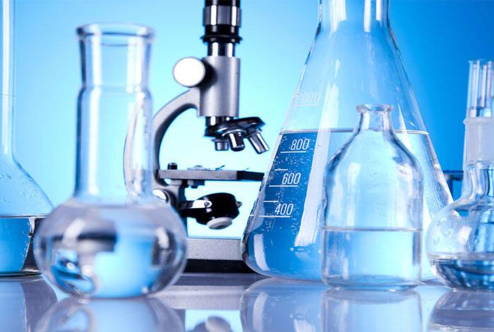 لماء الساخن يتسبب في كسر الزجاج السميك بسهولة اكبر من الزجاج الرقيق لذا تجد ان انابيب الاختبار مصنوعة من الزجاج الرقيق !