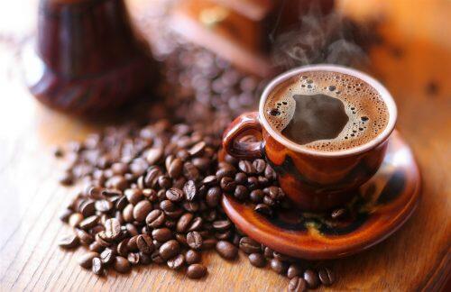 En la antigua cultura árabe, una mujer podía divorciar a su marido si no le daba suficiente café.