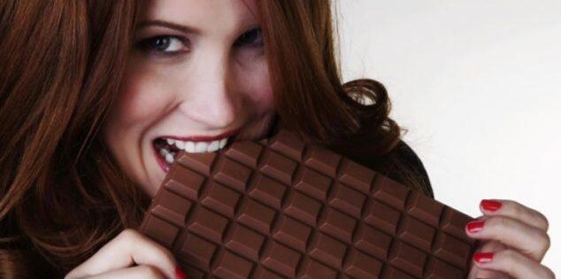تناول الشوكولاته قبل الدراسه او الامتحان تساعدك على الفهم و التركيز بشكل أفضل وتحقيق درجات أعلى !