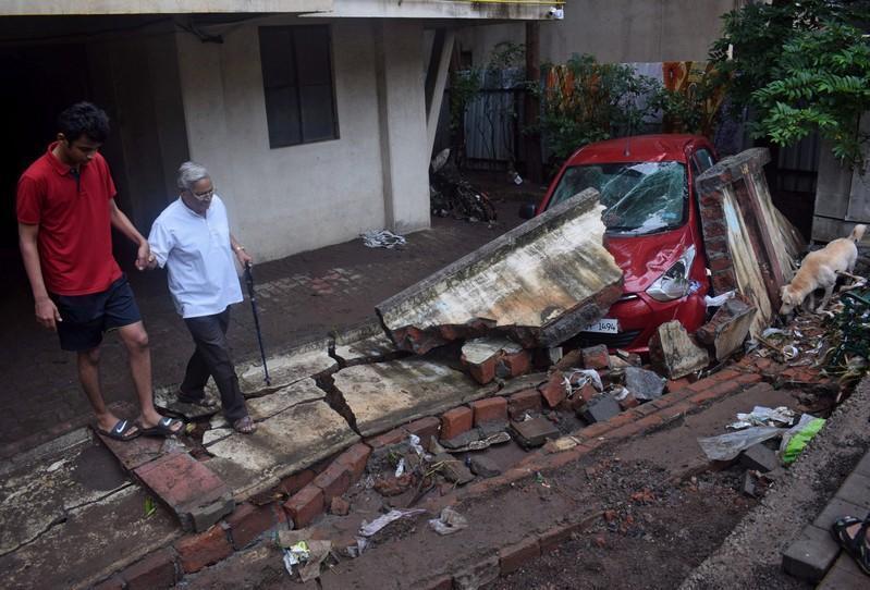 مقتل 11 وإجلاء الآلاف بسبب سيول في غرب الهند