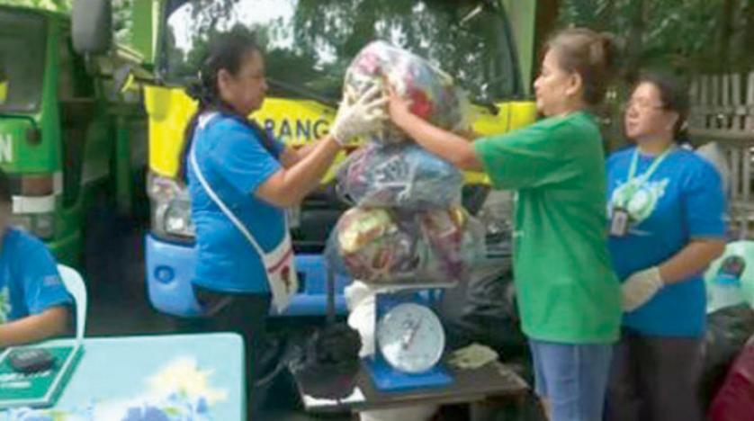 في الفيليبين .. الأرزّ مقابل النفايات!