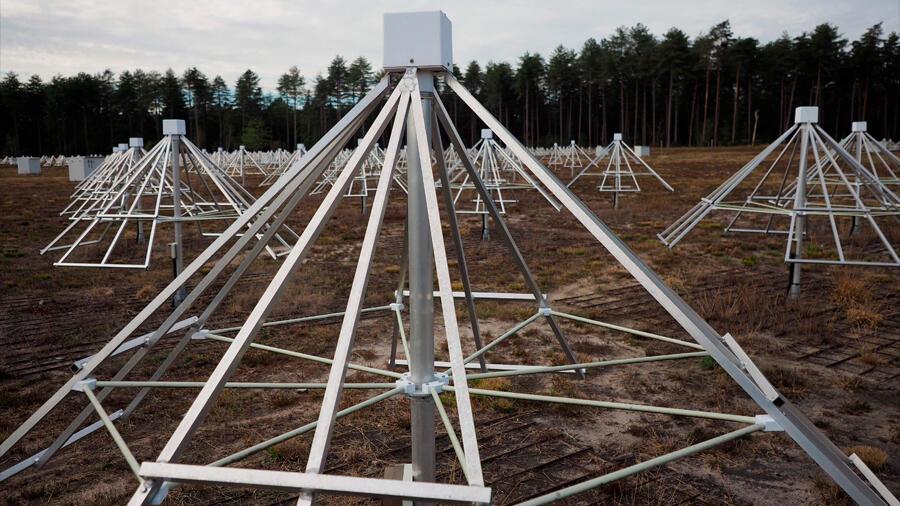Francia estrenó un radiotelescopio para sondear los inicios del Universo