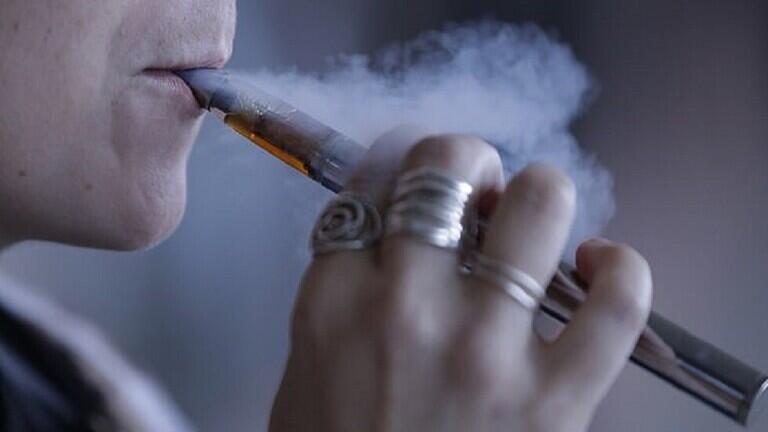 دراسة تربط السجائر الإلكترونية بإصابة سرطان الرئة