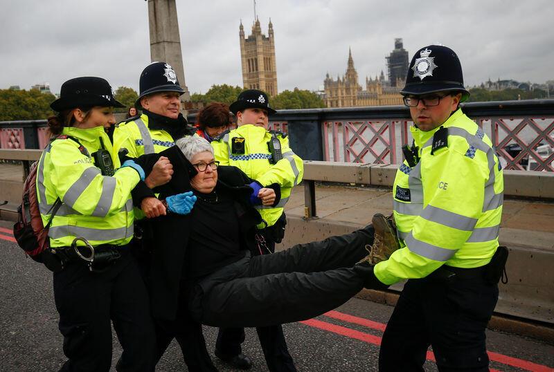 شرطة لندن تلقي القبض على 21 من نشطاء مكافحة تغير المناخ