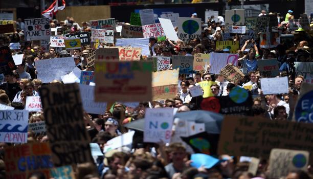 آلاف الطلبة ينظمون احتجاجات في مدن العالم للمطالبة بالتصدي لتغير المناخ