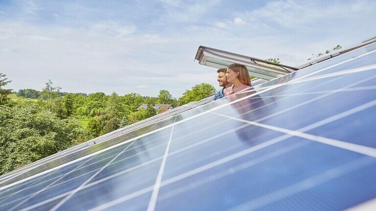 طريقة ثورية تخزّن الطاقة في النوافذ العادية لعقود!