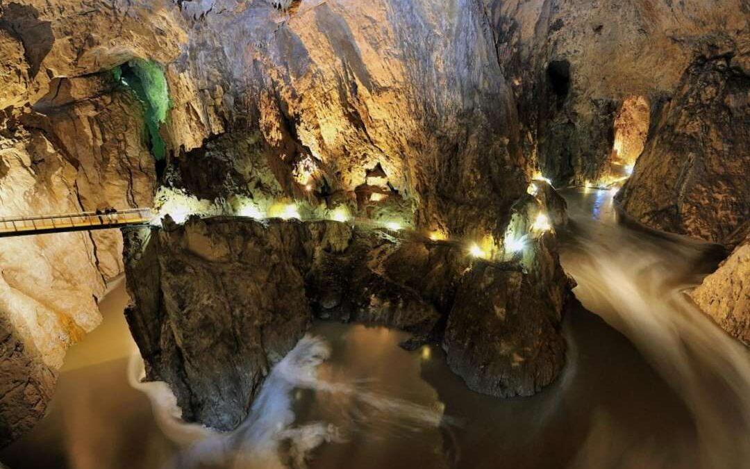 المغاور في لبنان .. استهلكت للسياحة البيئية دون ضوابط و رقابة !