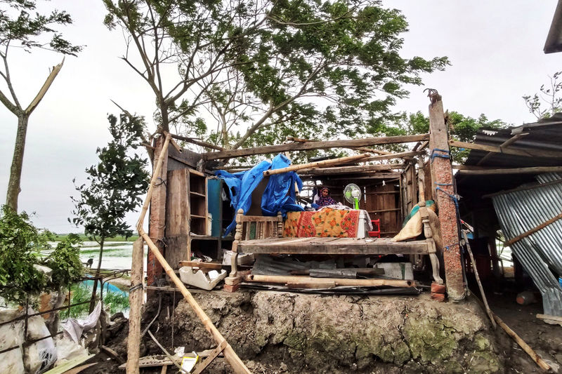 مقتل 13 على الأقل بعد اجتياح الإعصار بلبل بنجلادش والهند