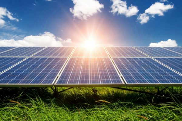 افتتاح أكبر محطة للطاقة الشمسية في العالم
