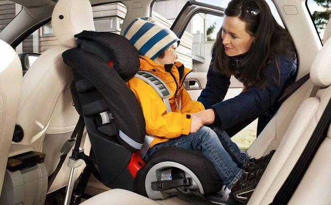 تبديل كرسي السيارة نحو الوضعية الأمامية ليس في عمر السنة كما تظنين!