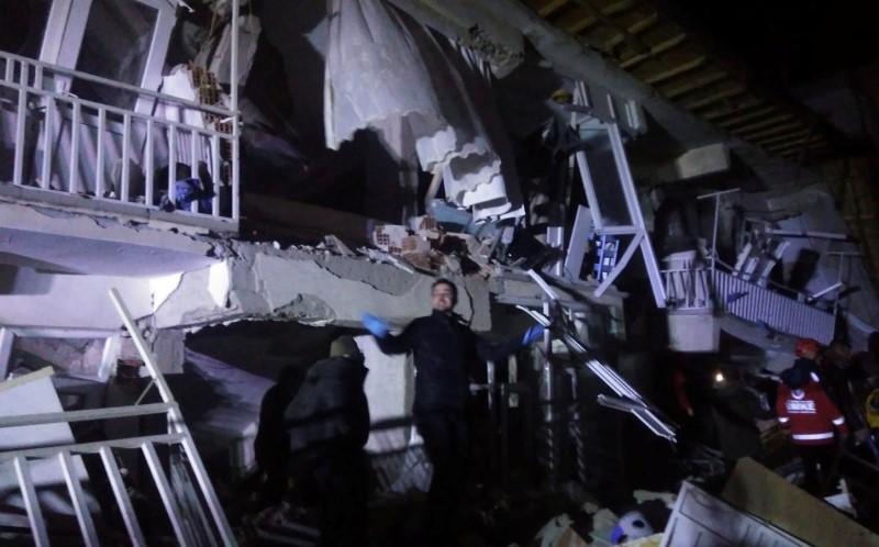 مقتل 18 في زلزال قوي بشرق تركيا