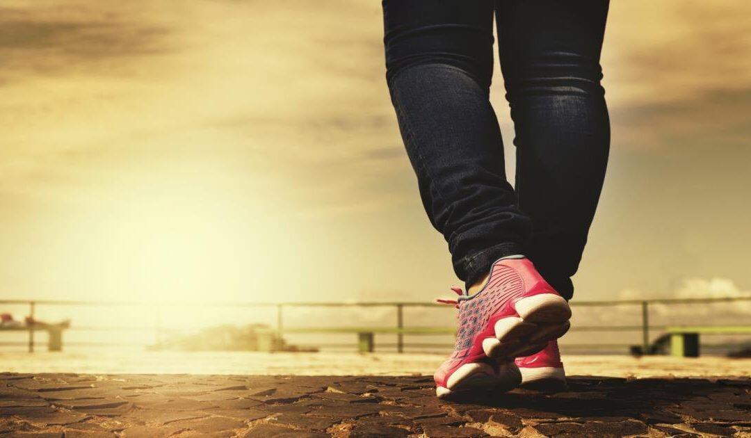 الشخص العادي يمشي طوال عمره مسافة تعادل المشي خمس مرات حول العالم