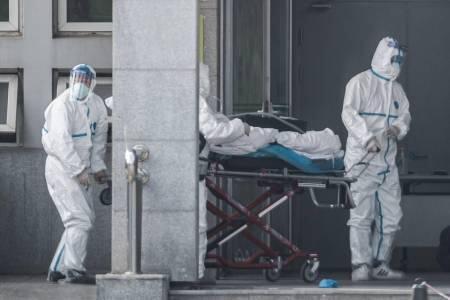 الصين توقف النقل العام وتغلق معابد مع ارتفاع وفيات الفيروس الجديد إلى 25