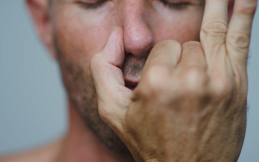 * 85% من الناس يتنفسون من خلال فتحة انف واحده فقط !