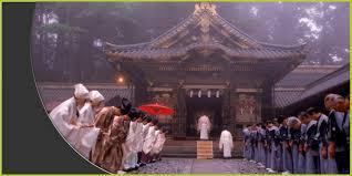 الشنتو هو اسم ديانة يابانية يعني اسمها : الطريق إلى الآلـهـة