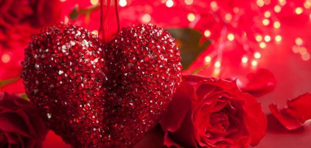 """لعيد الحب تقاليده الإقليمية الخاصة به في المملكة المتحدة. ففي منطقة نورفك، هناك شخصية اسمها """"جاك"""" فالنتين تطرق الأبواب الخلفية للمنازل لتترك الحلوى والهدايا للأطفال"""