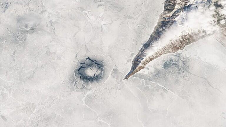 """حل لغز """"حلقات الجليد"""" الغامضة في أعمق بحيرة مياه عذبة في العالم"""