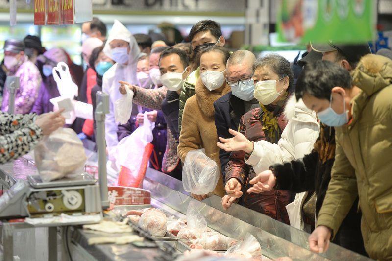الصين تبلغ عن 108 حالات إصابة جديدة بفيروس كورونا