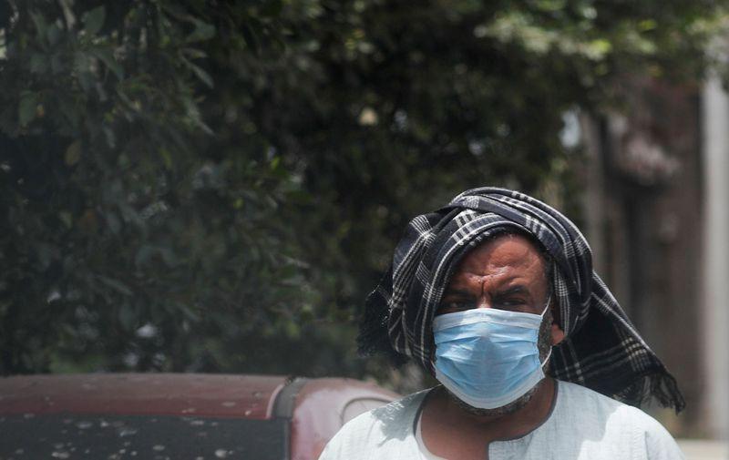 مصر تسجل 745 إصابة جديدة بفيروس كورونا في أعلى زيادة يومية لليوم الثالث