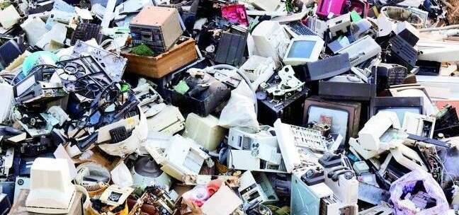 تهريب النفايات الإلكترونية لأفريقيا عبر الجزر الإسبانية: