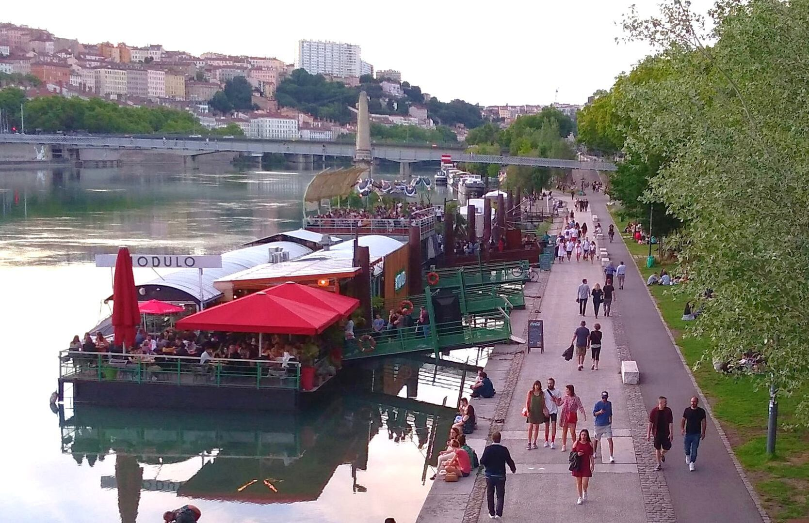 فرنسا تشدد القيود على الحياة العامة في مدينة ليون بسبب انتشار كورونا