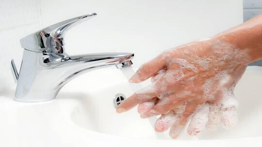 مخاطر غسل اليدين بصورة خاطئة