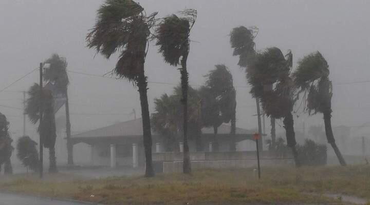 سلطات فيجي: مقتل شخصن وإجلاء أكثر من 23 ألف شخص بإعصار ضرب البلاد