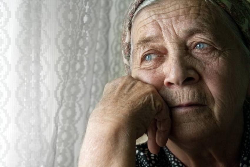 العجزة الاكثر عرضة للاكتئاب  في الحجر المنزلي.. موعد الرحيل قد اقترب !