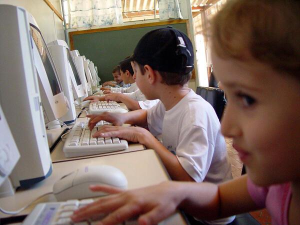 إستهلاك الأطفال للإنترنت روتيني والتنبّه واجب !