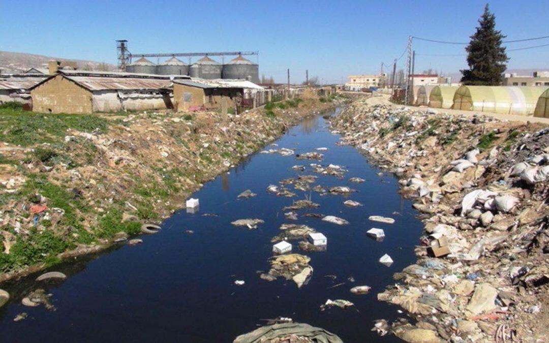 """كارثة تلوث مياه نبع """"عين الزرقا"""" في البقاع الغربي، الأسباب معروفة"""