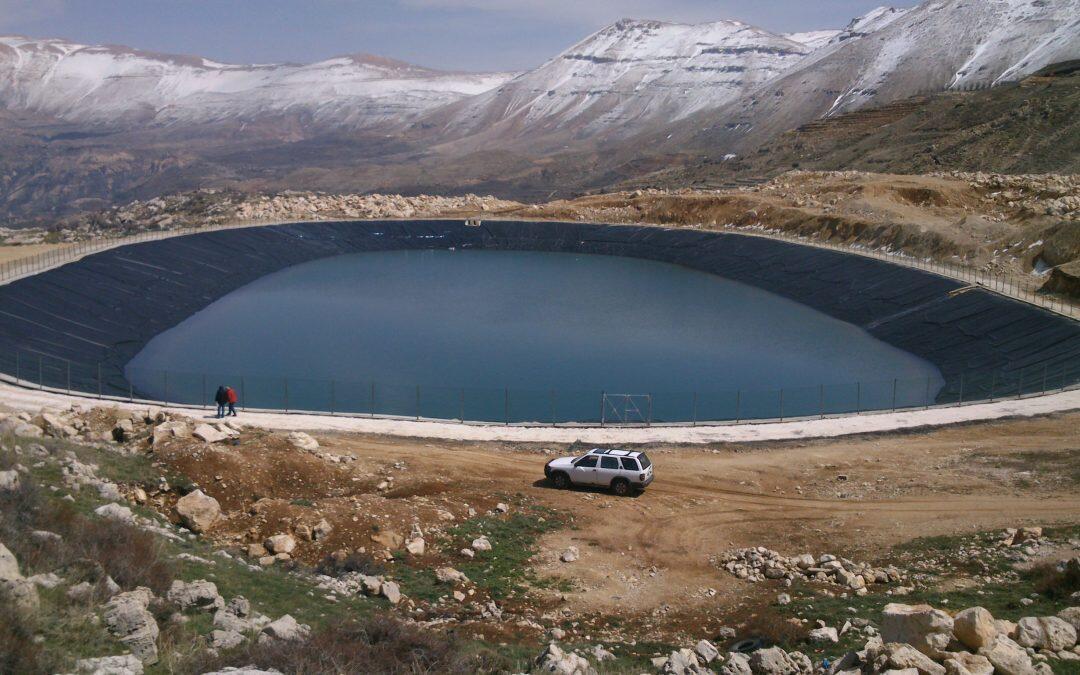 المشروع الأخضر ينشىء برك جبلية : تأمين مورد مائي مستدام بعيداُ عن إستنزاف المياه الجوفية