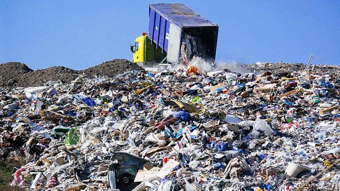 البنك الدولي : 2.01 مليار طن من النفايات الصلبة تولّد سنوياً… و33٪ منها لا تدار بطريقة آمنة بيئياً