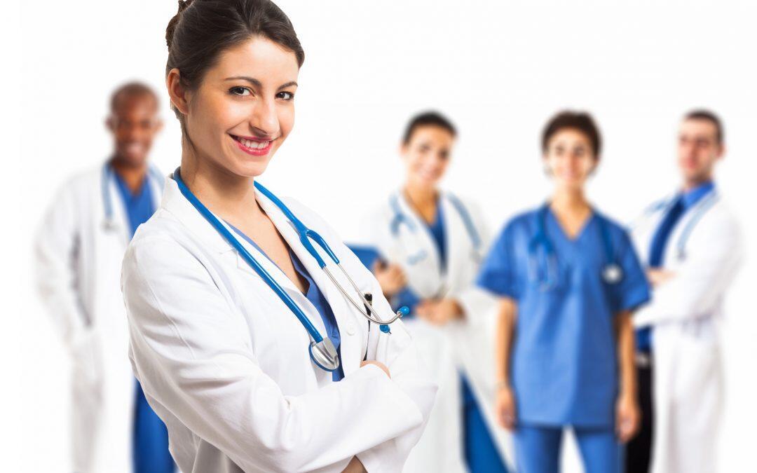 النساء في القطاع الصحيّ: يشكّلن 70% من القوى العاملة  فيما 25%  فقط يضطلعن بأدوار عليا