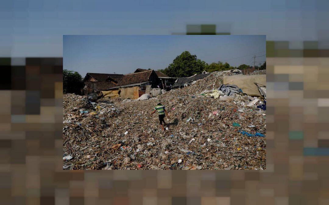قرية إندونيسية تتعيش من تدوير النفايات