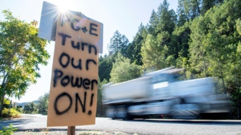 مليون شخص في كاليفورنيا بلا كهرباء ومخاوف من اندلاع حرائق جنوبا