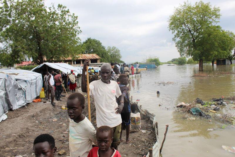 أمطار غزيرة وفيضانات تقتل العشرات وتشرد مئات الآلاف في شرق أفريقيا