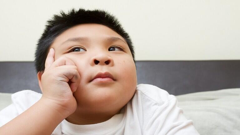 ما العلاقة بين البدانة والذكاء لدى الأطفال؟