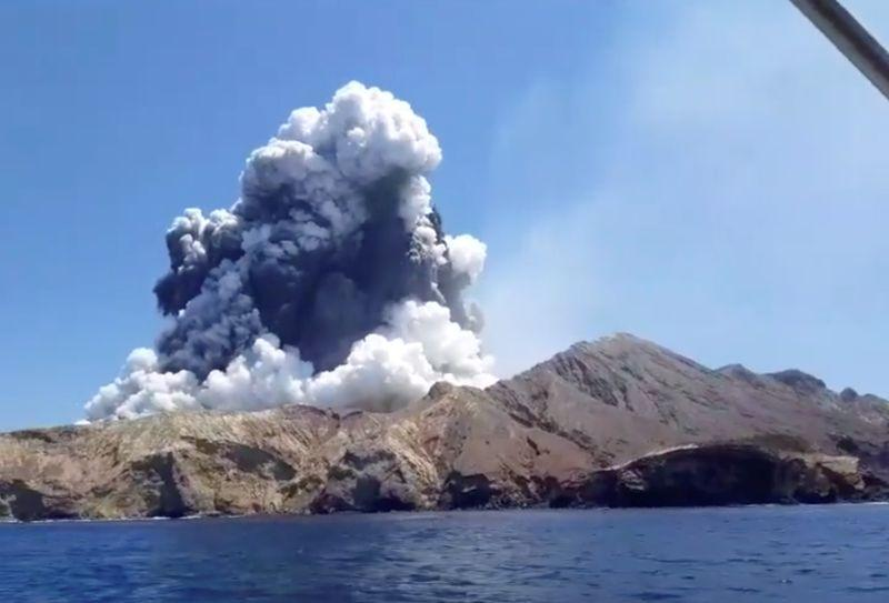 8 مفقودين بعد ثوران بركان  نيوزيلندا لاقوا حتفهم على الأرجح