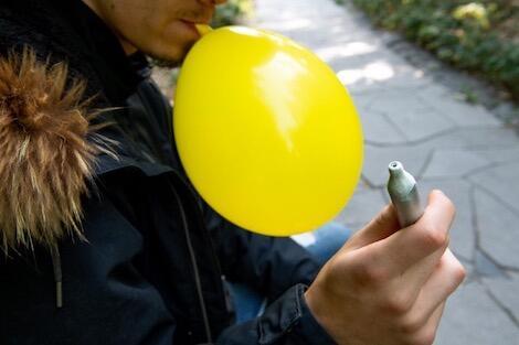 الحكومة الهولندية تعلن اعتزامها فرض حظر على غاز الضحك