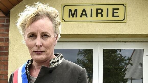 لأول مرة.. انتخاب امرأة عابرة للجنس رئيسة لبلدية فرنسية
