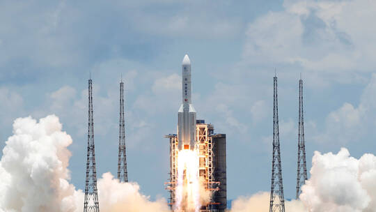 """""""رويترز"""": الصين تخطط لإطلاق مركبة فضائية غير مأهولة لجمع عينات من القمر"""