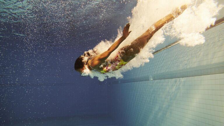 دراسة: الكلور في مياه حمامات السباحة قد يقتل فيروس SARS-CoV-2 في 30 ثانية فقط!