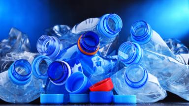 """دراسة: مادة كيميائية شبيهة بـ BPA """"المستخدم في عبوات البلاستيك"""" تثير القلق من تلف دماغي """"خطير"""""""