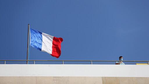 فرنسا تعلن تجاوز الموجة الثالثة من كورونا