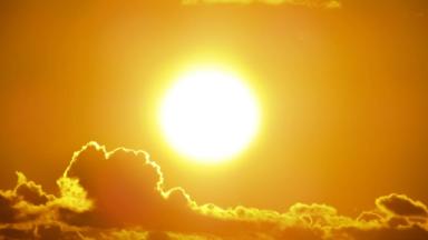 """الرياح الشمسية قادمة.. تنبؤات الطقس الفضائي تتوقع حدوث """"اضطرابات"""" مع فتح ثقب في الشمس!"""