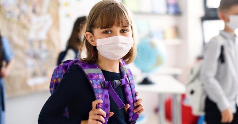 الكمامة هي السلاح الأقوى لحماية طفلك من فيروس كورونا في المدرسة